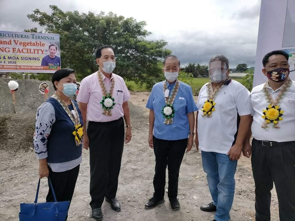 Sec Dar awards projects, signs MOAs anew